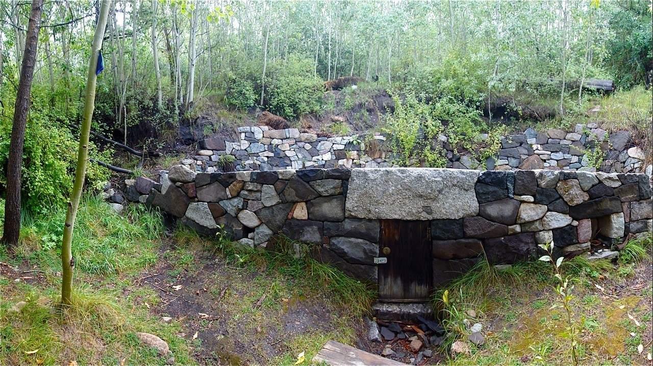lama foundation spring house